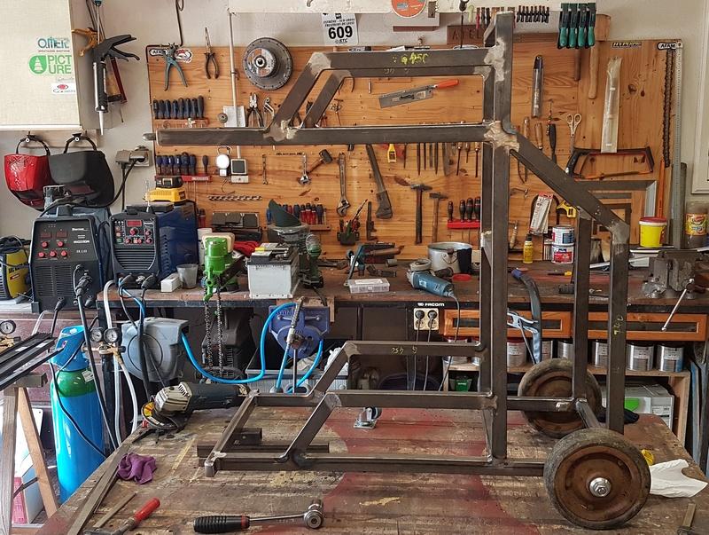 Le premier chariot est bien avancé. Il me reste à usiner 2 platines entretoises qui viendront recevoir les roulettes directionnelles...