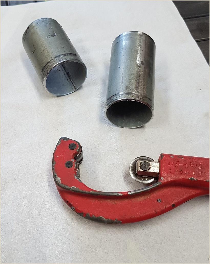 Le réceptacle sera tiré d'un bout de tube acier de 1,5 mm d'épaisseur (ancien mat d'antenne). recoupé à bonne longueur au coupe tube de plombier.