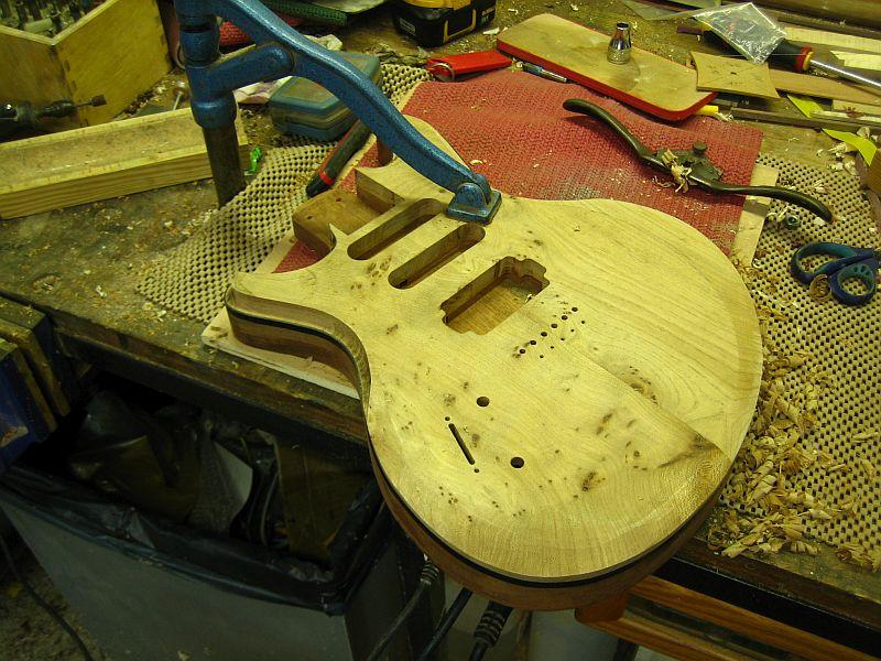 Fabrication d'une guitare Electrique : Terminée le 26/12/2014 - Page 2 173