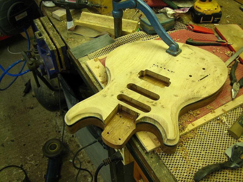Fabrication d'une guitare Electrique : Terminée le 26/12/2014 - Page 2 174