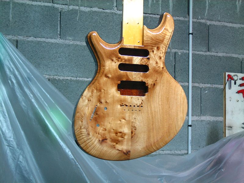 Fabrication d'une guitare Electrique : Terminée le 26/12/2014 - Page 3 196