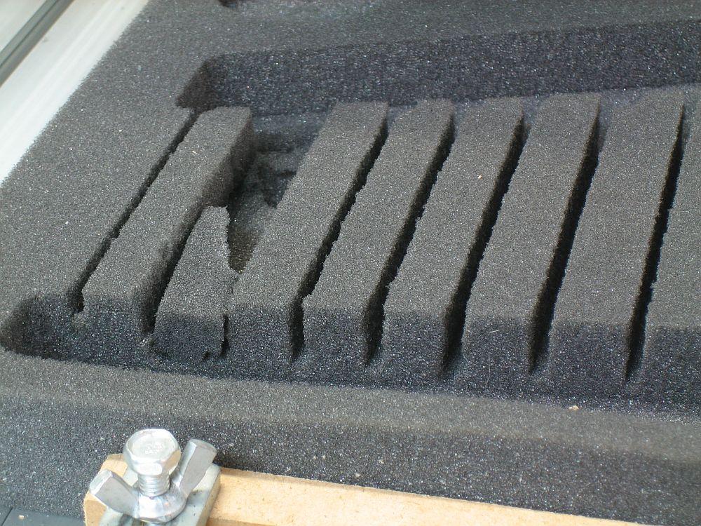 Cnc fabrication de mousses de calage d 39 outils pour servante cnc 6040 - Mousse matelas a decouper ...